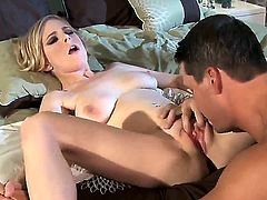 Penny Pax allows her brand new boyfriend to penetrate her cunt!