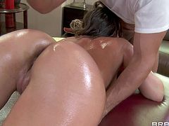 Horny and hot masseur Toni Ribas enjoys in giving his favourite pornstar Remi Lacroix a sensual massage and makes her body totally oiled and nice and gets a blowjob in return