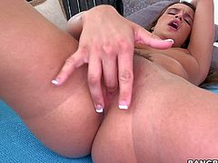Teal Conrad rubs her snatch hard in front of the mirror