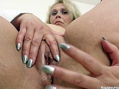 Dirty blond woman Yvonne relaxes by tickling her fancy in the hospital