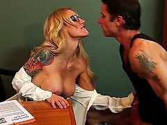 Breathtaking oral sex action with Alan Stafford and Sarah Jessie - it is what would make you turned on. Busty tattooed woman with amazing body is going to suck before cunnilingus.