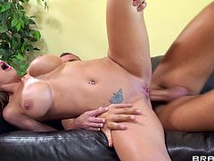 Like watching big booty babes getting their hole stretched? Well if you do then delight yourself by seeing this beauty, Brooklyn, fucked in her tight ass hole. Brooklyn has a big, round booty and a pair of sexy breasts that make her guy drill her hard. He rips her butt and makes her scream with pleasure