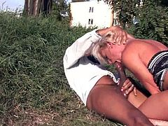 Slutty blonde Tea Blondie pleases a black dude with a hot blowjob. Then the man pounds Tea's vag as hard as he can and enjoys the way she screams.