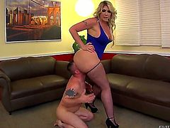 Big ass mistress Kelli Staxxx forcing him to lick