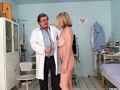 Cuddly blond granny Agnesa gets her vagina poked with fingers