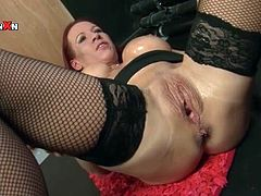 Milf cunt squirts during a sexy fisting