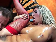 When it comes to fucking hard, no one does it better than delicious blonde Daria Glower. This time she is oil coated which is even more interesting to watch.