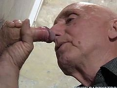 This dude loves being on glory hole duty as he loves playing own dick as he works the nice long cocks put through the glory hole.!