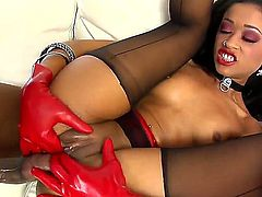 Prince Yahshua prepares pussy of Skin Diamond for intensive banging. He licks it nicely, tongues it sweetly and then thrust his gigantic beaver-cleaver in that tight vagina.
