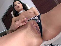 Slender Cindy Hope gets naughty and wet