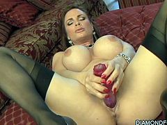 Arousing beauty enjoys large toy stimulating her vag in superb solo masturbation scene