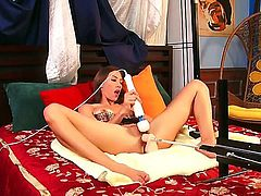 Turned on brunette slut Aiyana Flora is very happy to get her shaved minge drilled by kinky fucking machine and polishes her clit with Hitachi vibrator to intensive orgasmic feeling.