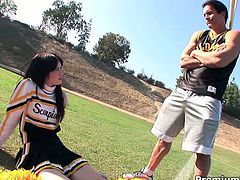 Cheerleader girl Ashlyn Rae cheating her boyfriend with her couch