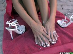 If you like feet than Stephanie Cane will enlighten your day with this video as you get to watch her put lotion all over her wonderful feet.