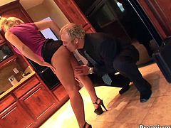 Blonde skank Sammie Spades gets fucked by her horny boss