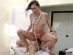 Sexy babe loves sucking and fucking her masseur during impressive hardcore session