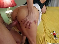 Big racked milf Vanilla DeVille seduces a guy into fucking