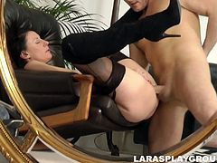 Booty flexible slut Lara Latex takes a strong dick into her wet mature cunt