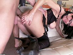 The sexy boss in glasses Veronica Avluv is going to please a cock in the office with blowjob and sex in her sexy lingerie and high heels.