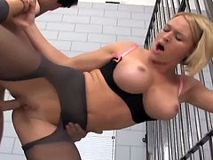 See the kinky female police officer Krissy Lynn giving her prisoner a hell of a footjob while wearing black stockings. Then she's ready for her clam to be banged balls deep into a mind-blowing orgasm.