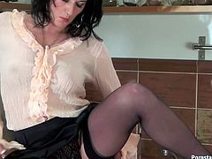 Voracious brunette wears blouse, tight office skirt, stockings and heels. Too tired nympho is at home and wanna get rid of stress. How? Slim wanker jumps onto the kitchen counter, stretches legs wide and plugs a dildo into her mature cunt to polish it properly.