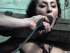 Princess Donna Dolore had been kept in the yoke bar and now its her hour to be fucked up! They chain her on the table and fuck her in mouth and pussy!