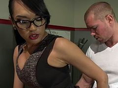 Beau Warner gets his ass drilled by brunette tranny Jesssica Fox