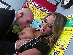 Johnny Sins bangs sinfully sexy Alanah Raes beautiful face with his tool