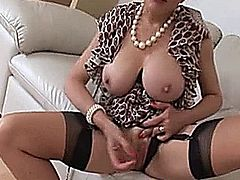 NO NAME-british milf masturbation and Encourajement-NO NAME 1