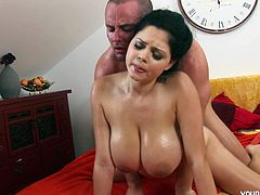 Juggy brunette chic gets seduced by sex hungry masseur. He gives her skillful erotic massage before he gets to her delicious shaved vagina to eat it. Later he takes her in doggy style from behind.