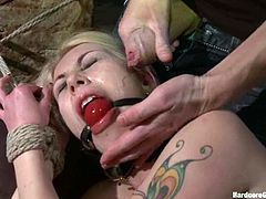 See the rough double penetration hardcore action going on in this gangbang featuring the blonde Isabella Clark.