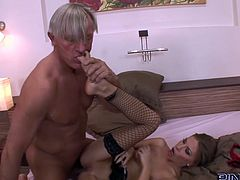 Hottie enjoys having older guy pounding her tight ass in sexy anal hardcore
