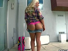 Gorgeous blonde Sammie Spades shows her huge tits before she bares her big bubble butt in a playful manner She takes off her jean shorts and pink panties. She knows that her booty is just perfect!
