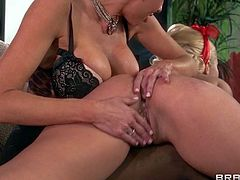 Veronica Avulv and Aaliyah Love are enjoys in getting together in the afternoon and having a small talk sessions with fingering and licking on the couch in the living room