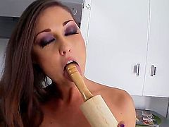 Melissa Jacobs kills time dildoing her wet hole for camera