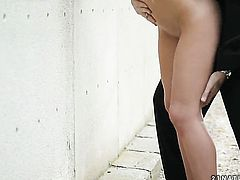 Brunette Michelle Moore has a great time sucking guys worm