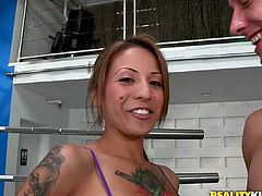 This jaw-dropping sporty girl with yummy tits and great oral skills gives a mind blowing blowjob to her turned on boyfriend in the hottest sex video ever!