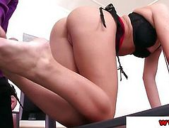 Vanda Lust in the office using feet
