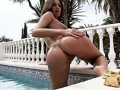 Lauryn May does her best to give herself the greatest orgasm ever