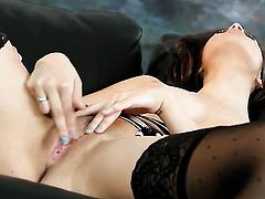 Nina James has some time to rub her pussy