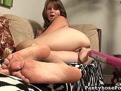 Having this fucking machine to please her needs, young beauty enjoys daily solo