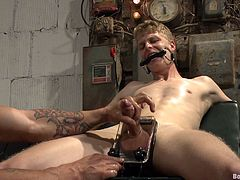 Better be ready to get a boner as you watch this gay bondage video where this muscular guy's blown by his slave twink before fucking him.