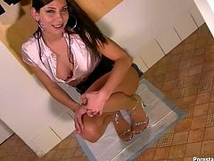 Dirty minded brunette temptress can't fix a broken toilet but she wants to piss very bad. She has nothing to do but rip up her pantyhose and piss all over the crib.