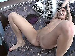 Victoria Lawson loves giving suck job