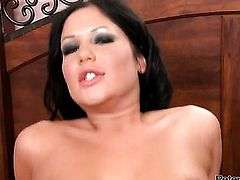 Angelica Heart gets her mouth stretched by beefy stiff ram rod of horny guy