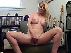 Blonde whore rubs vibe on her pussy