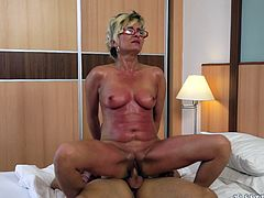Damn, wonder what it is to fuck a granny? Then watch this free porn with a mature woman, who takes that cock as deep as possible.
