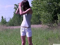 Luscious brunette porn actress is a county girl. She walks in the field enjoying the nature. She lies naked on a blanket sunbathing. Aimee also plays with herself in a kinky My Sexy Kittens video.