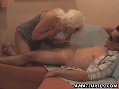 A fake blonde amateur girlfriend with a wig on homemade hardcore action with blowjob, fuck, handjob and cumshot ! Very hot !