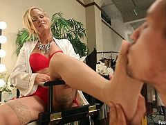 It's a kinky foot fetish femdom video where the blonde MILF Simone Sonay has lots of fun with a guy's dick.